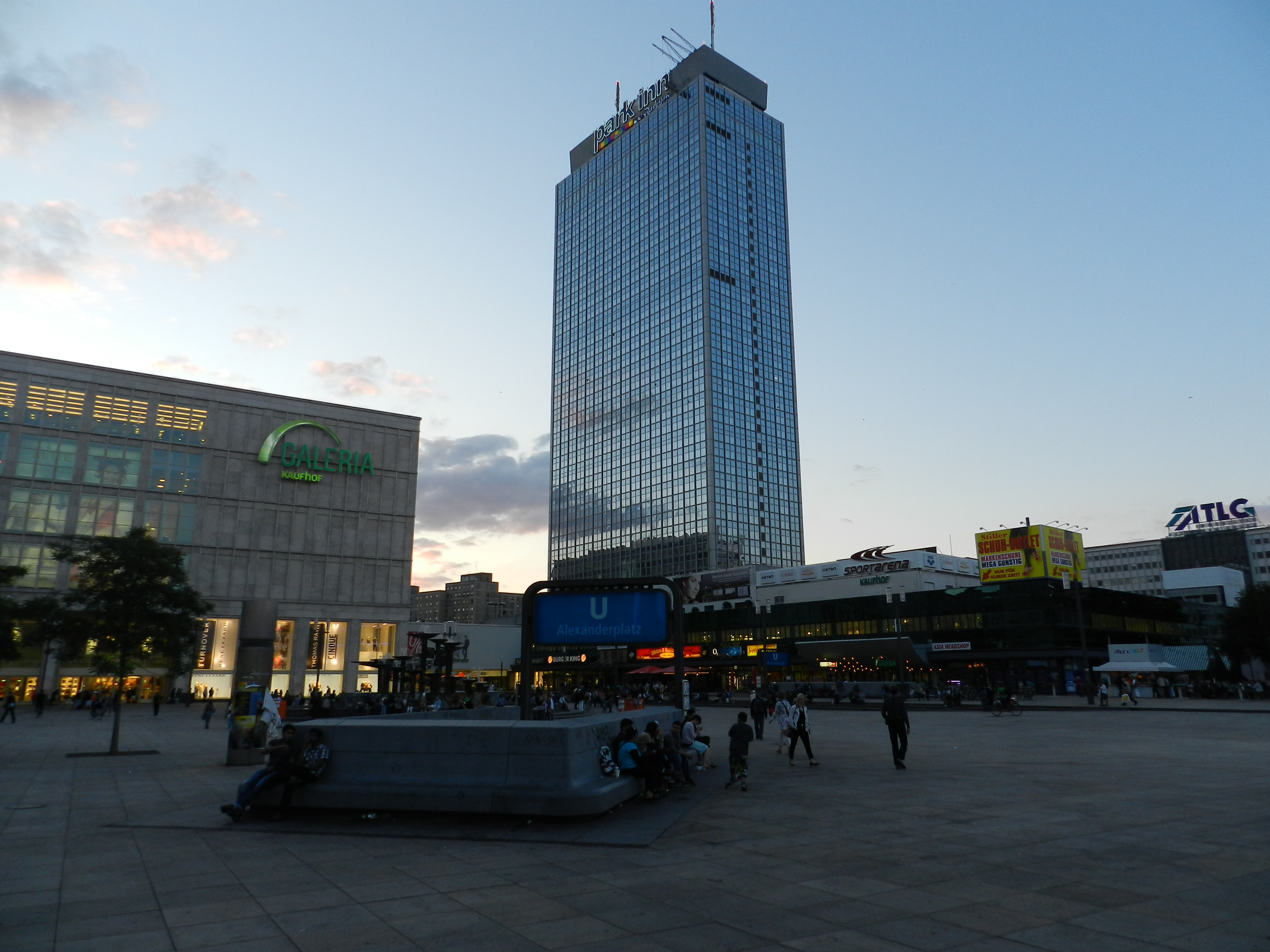 Alexanderplatz i skymningen